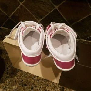 L v shoes
